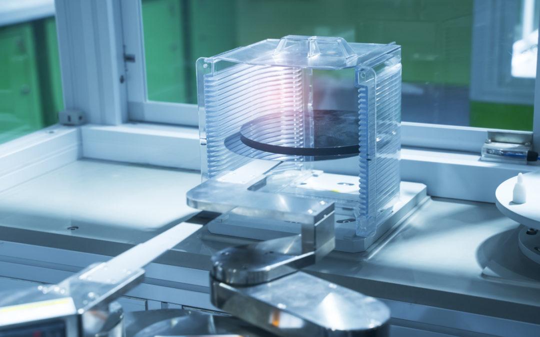 Bandes de transmission métalliques pour fabrication robotisée de plaquettes de semi-conducteurs